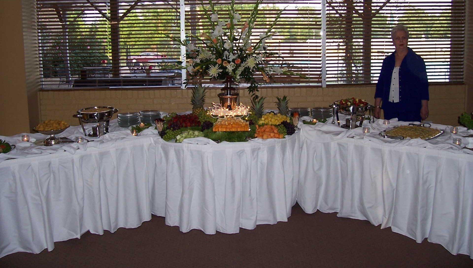 dine buffet centered